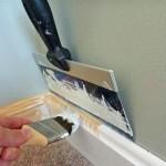 Как покрасить деревянный плинтус и